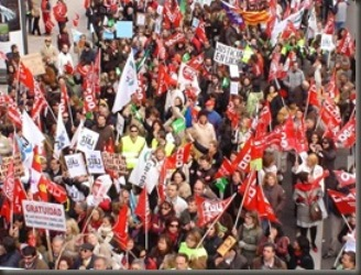 20100703141637-funcionarios-manifestandose-thumb-2-.jpg